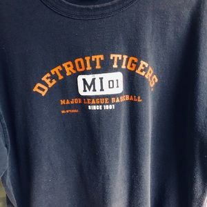Men's large DETROIT Tigers t shirt*
